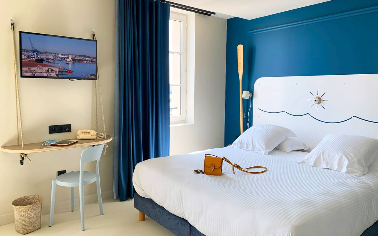 white and blue room hotel toulon center