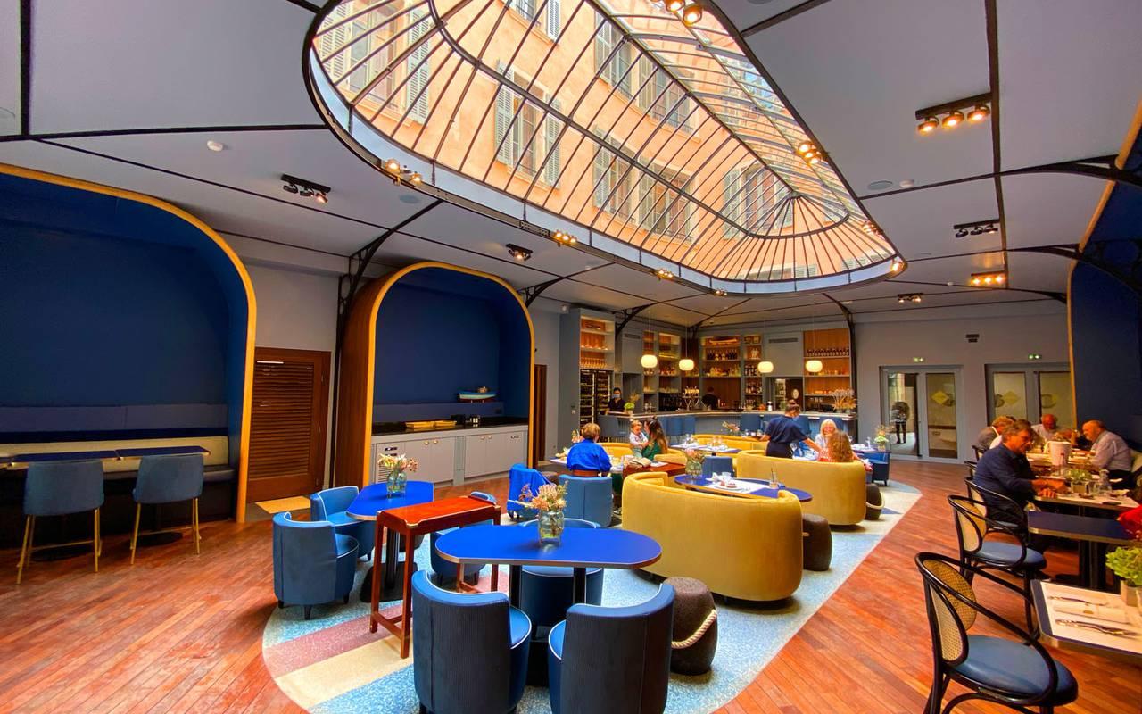 Large design room hotel toulon