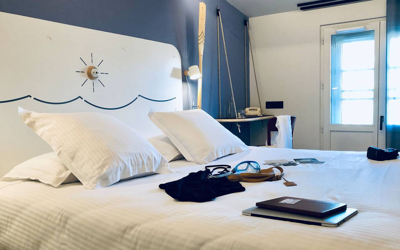 room with double bed hotel toulon seaside