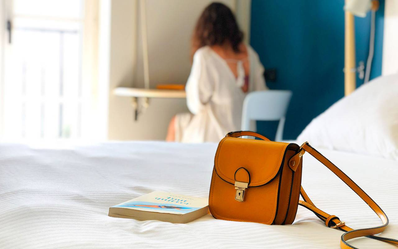 bag on a bed hotel toulon center