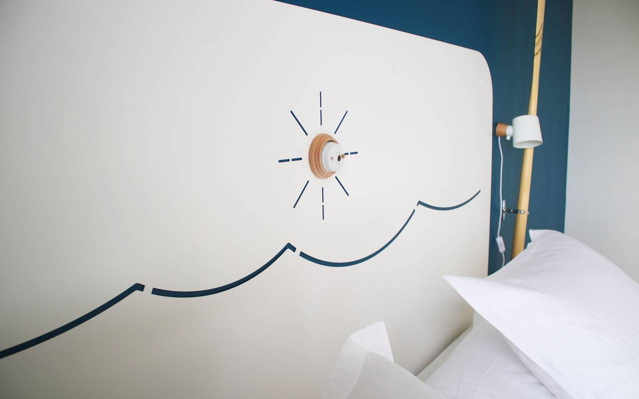 Sun shaped light hotel spa var