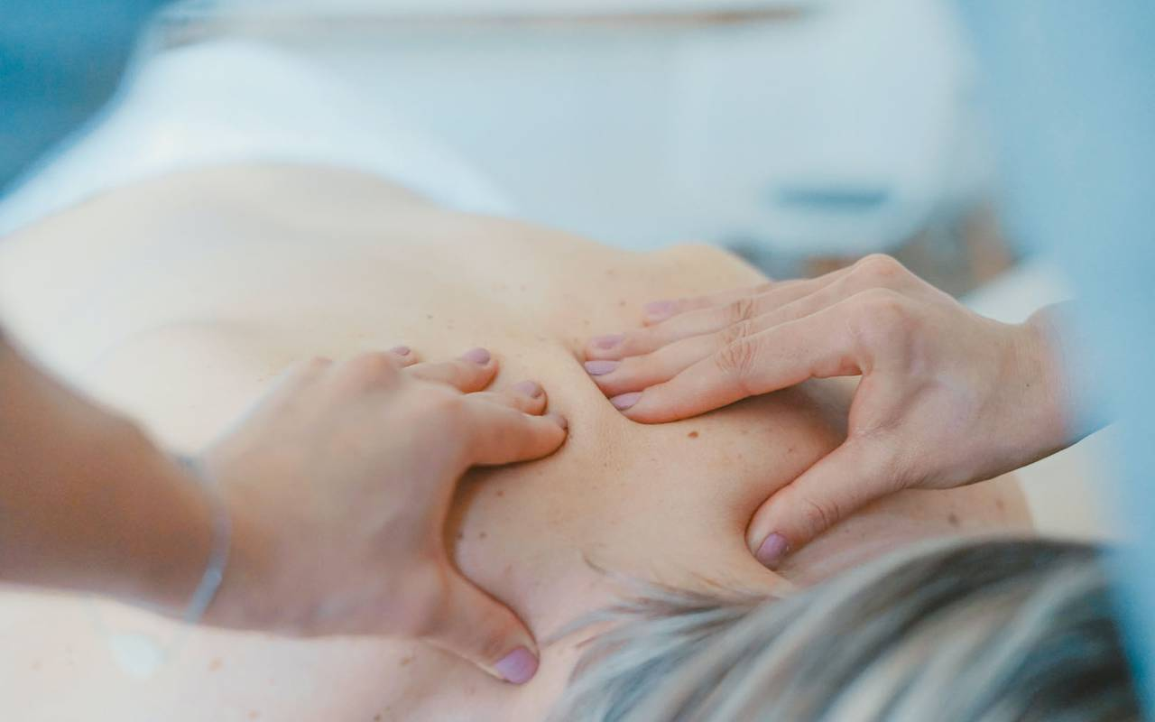 A person having a massage in our spa in Toulon.