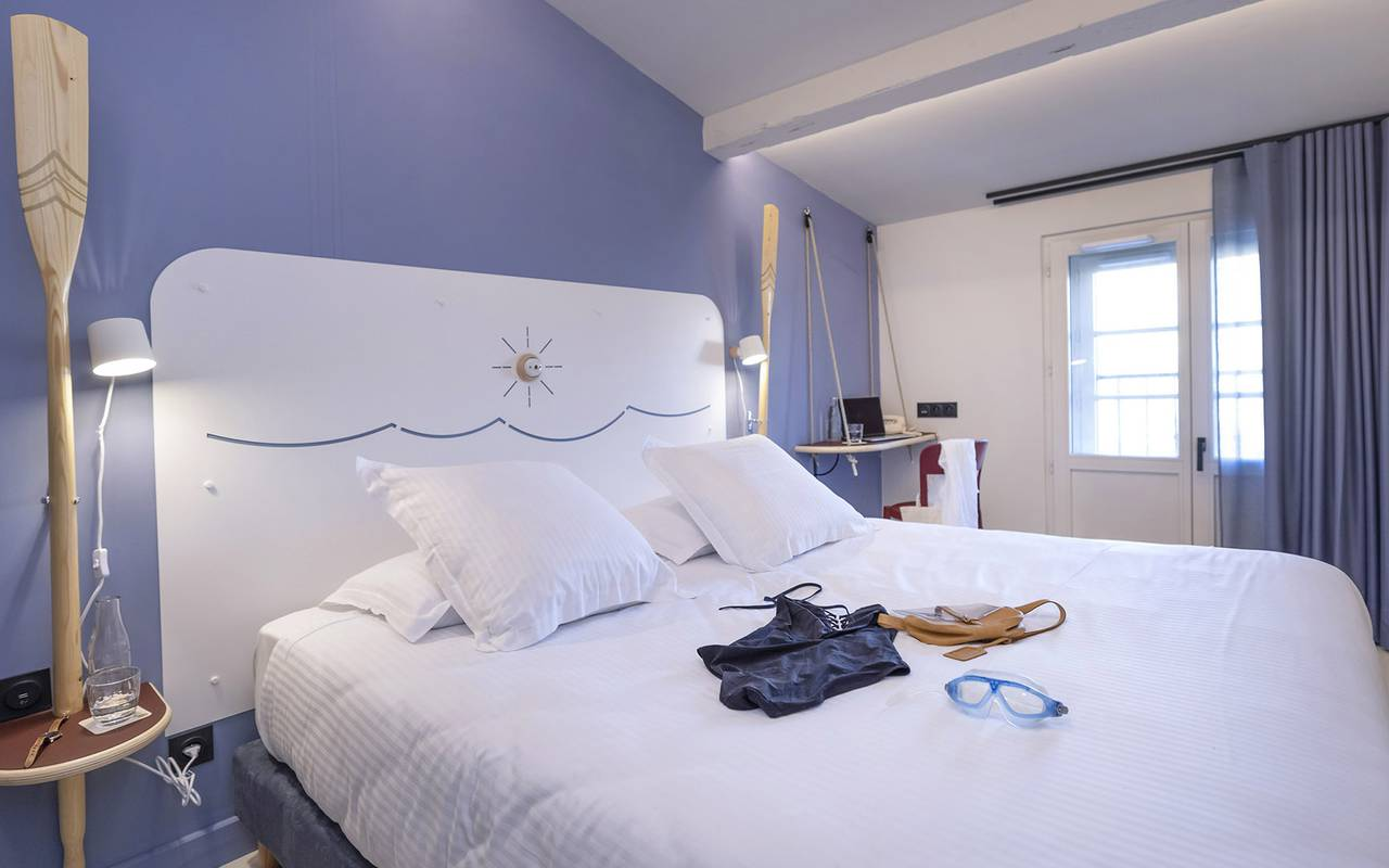 Room with maritime decoration, Toulon accommodation, Eautel