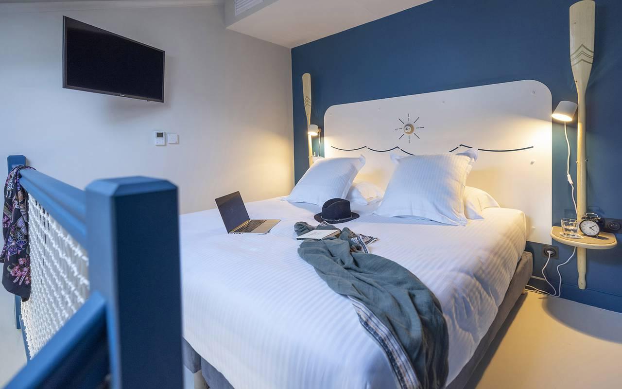 Elegant room, Toulon accommodation, Eautel