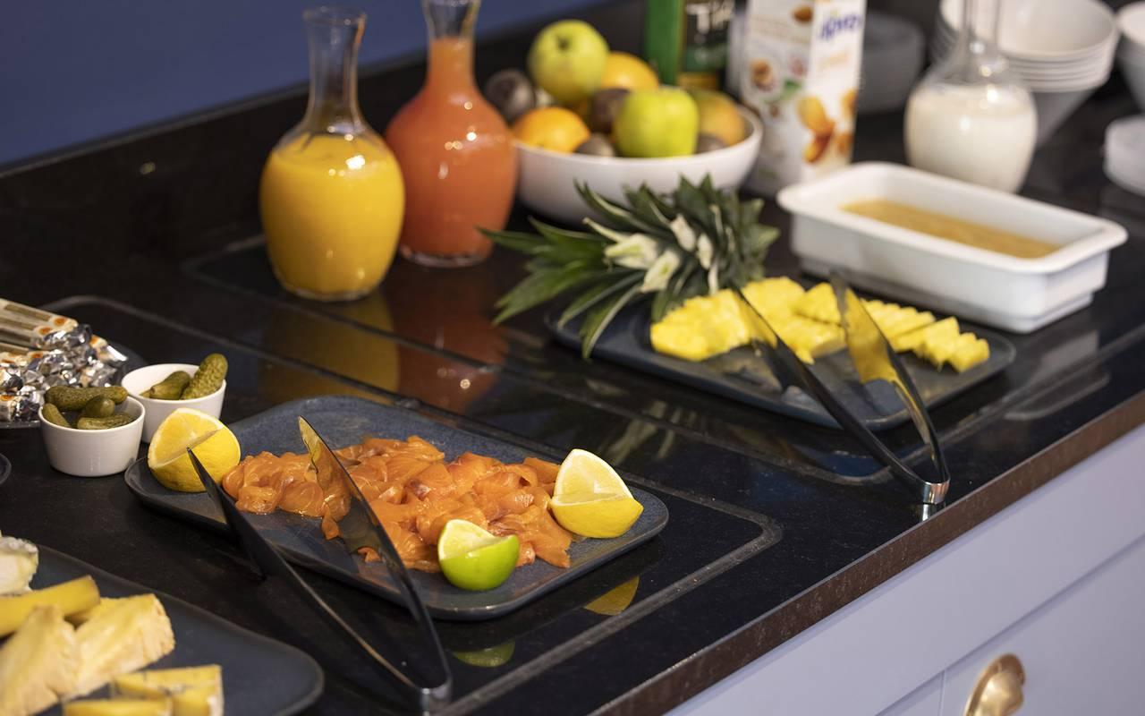 breakfast buffet, hotel restaurant Toulon, l'Eautel