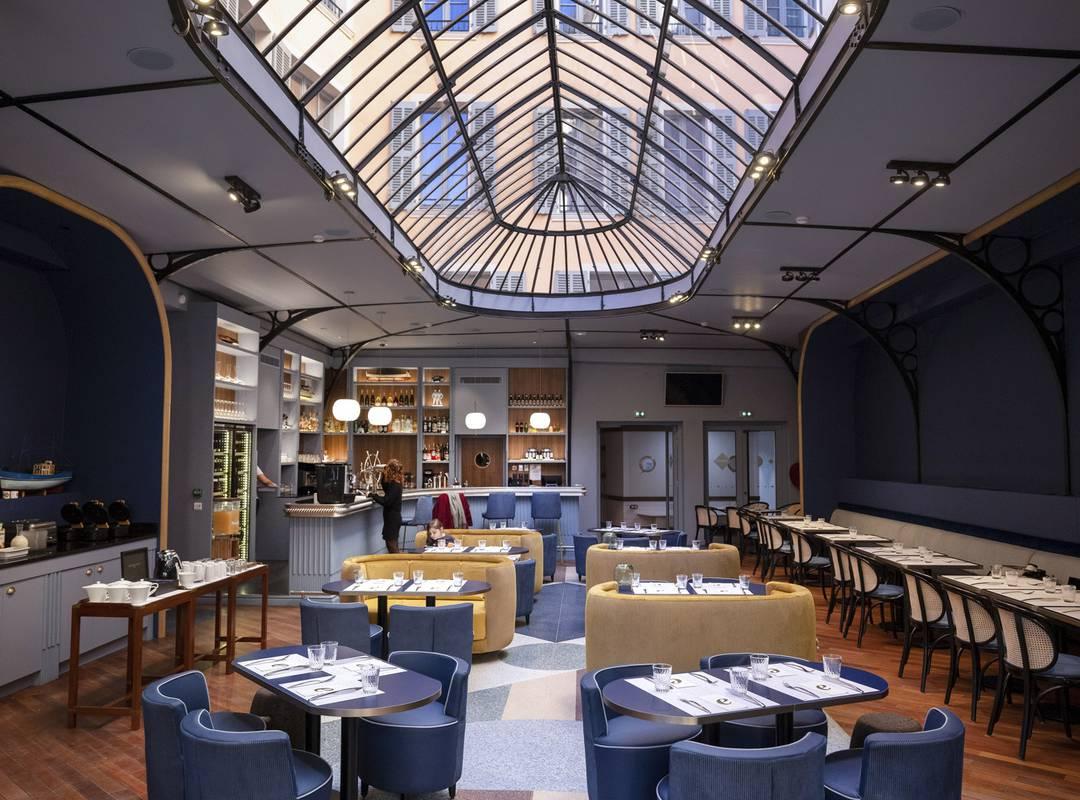 Beautiful room with glass roof, restaurant Toulon, L'Equerre, L'Eautel