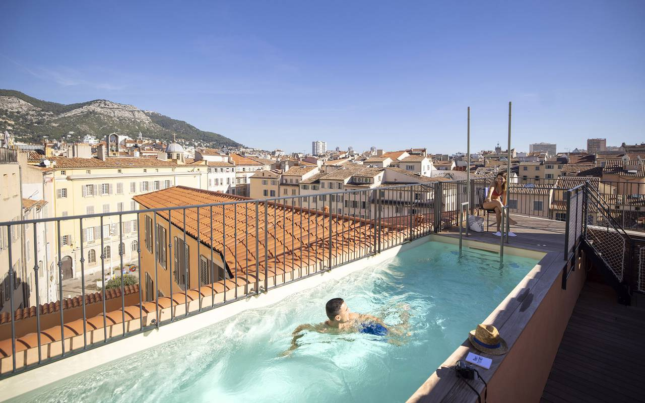 Pool on the rooftop, hotel in Toulon, l'Eautel