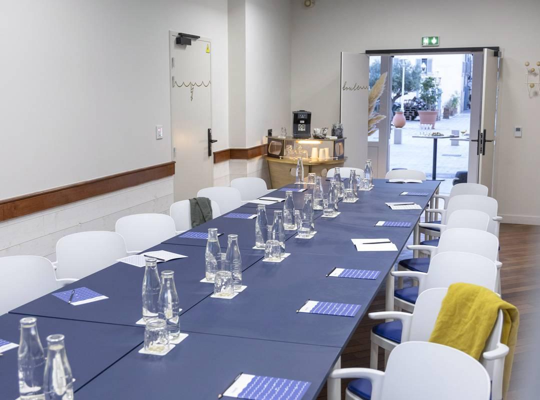 Large table for meetings, meeting Toulon, l'Eautel