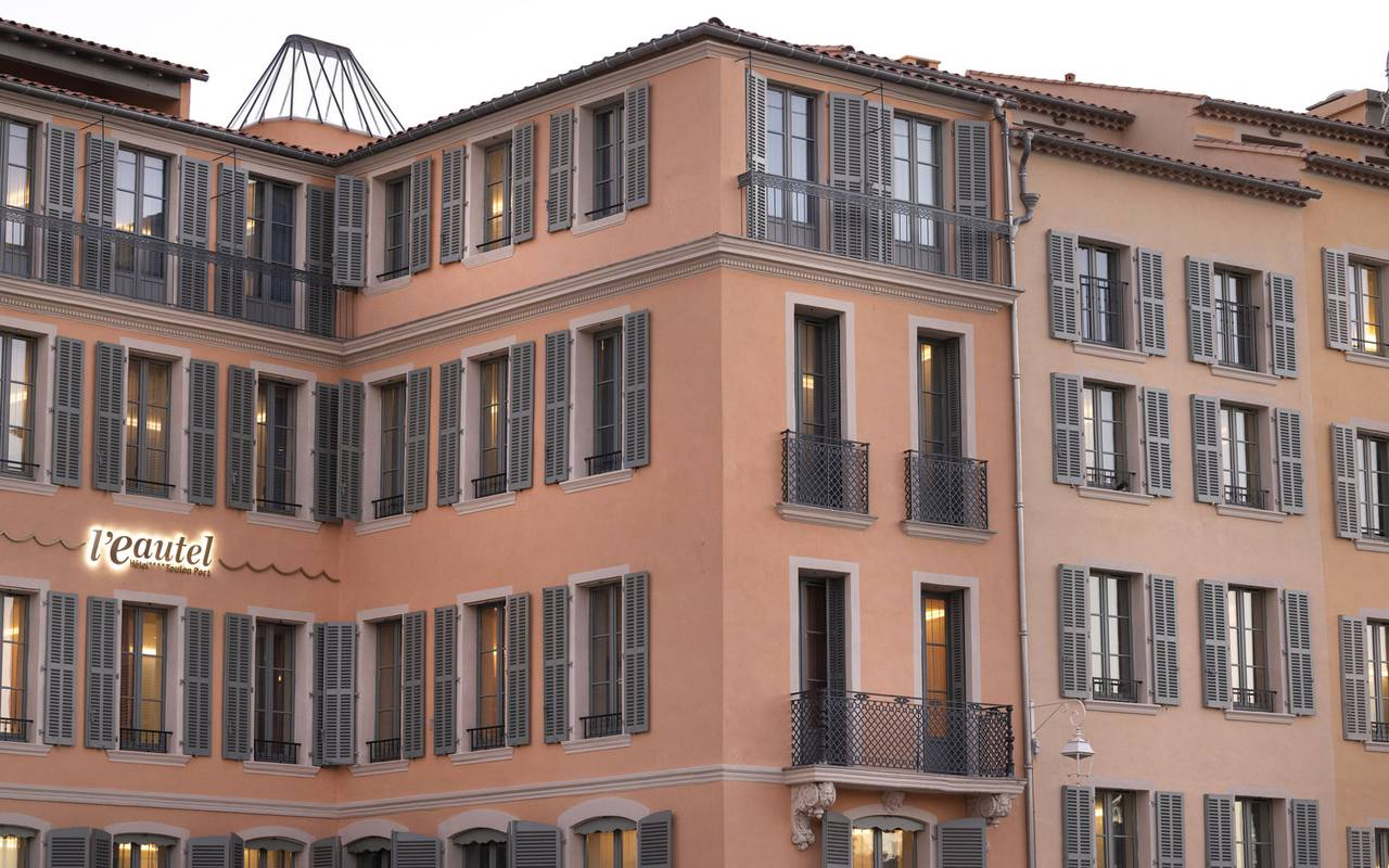 Facade of our hotel in Toulon, l'Eautel.