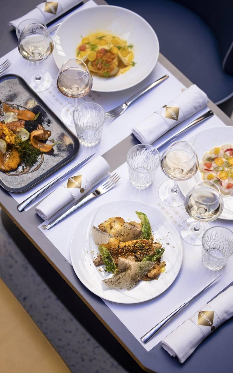 view table and plates, restaurant Toulon, L'Equerre, L'Eautel
