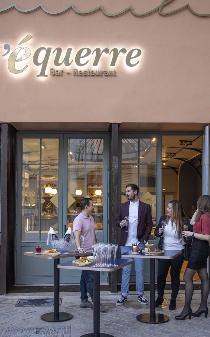 Cocktail on the terrace, meeting Toulon, l'Eautel