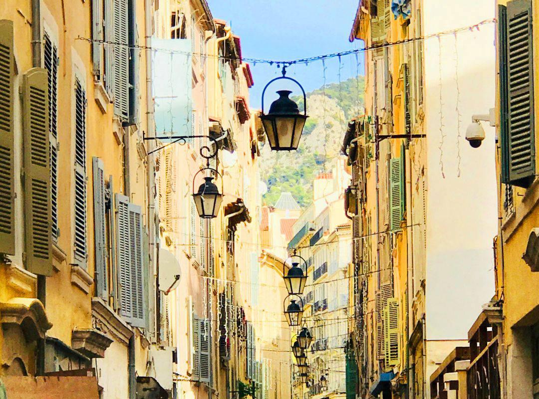 Ruelles de Toulon, proche de notre hôtel à Toulon, l'Eautel.
