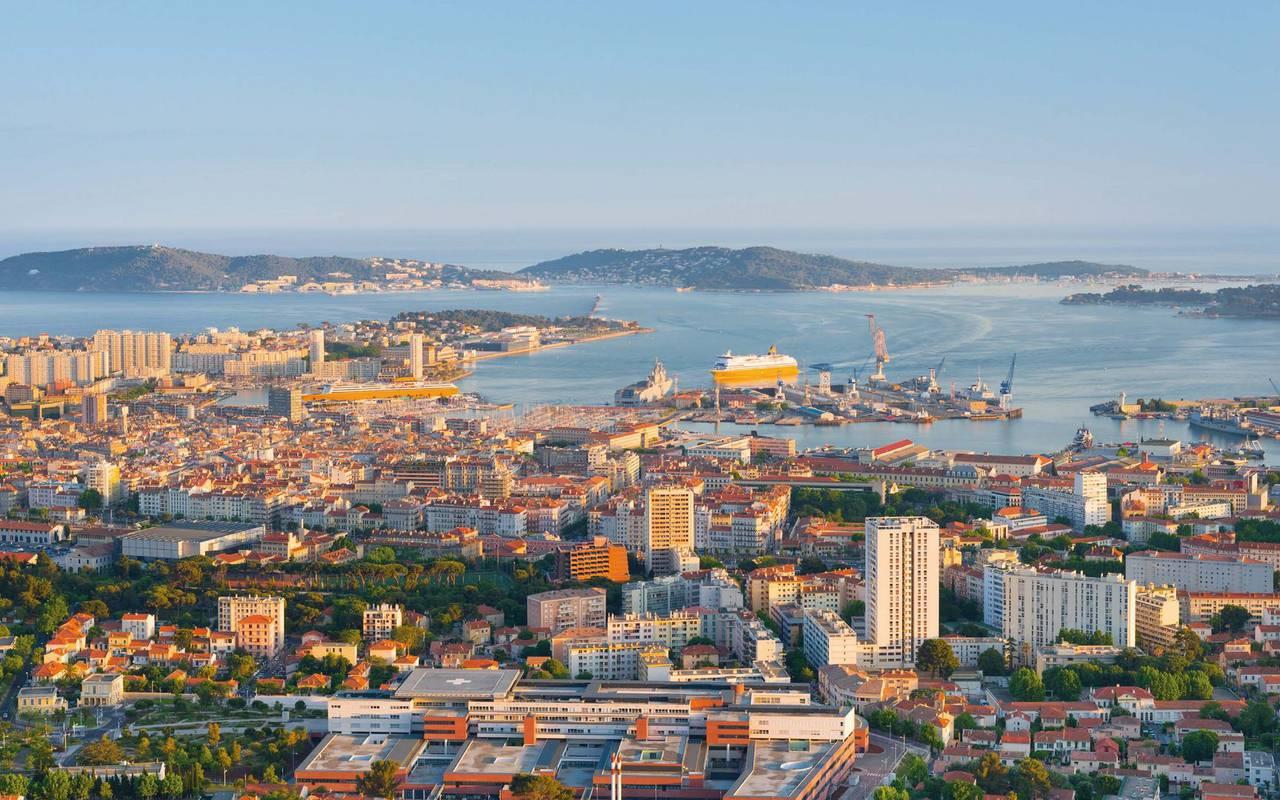Vue en hauteur sur la ville de Toulon vacances Toulon