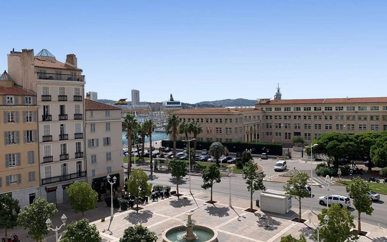 vue de notre hotel sur le port de Toulon week end Var