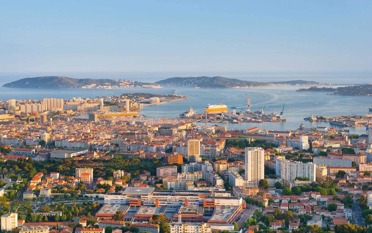 Vue sur la ville de Toulon idée week-end Var