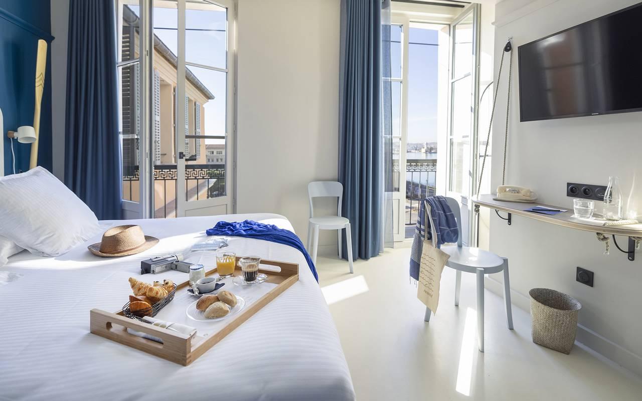 Chambre lumineuse, hôtel Toulon centre, l'Eautel
