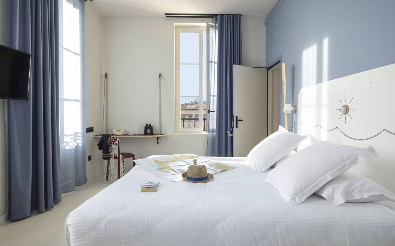 Chambre spacieuse, hôtel Toulon centre, l'Eautel