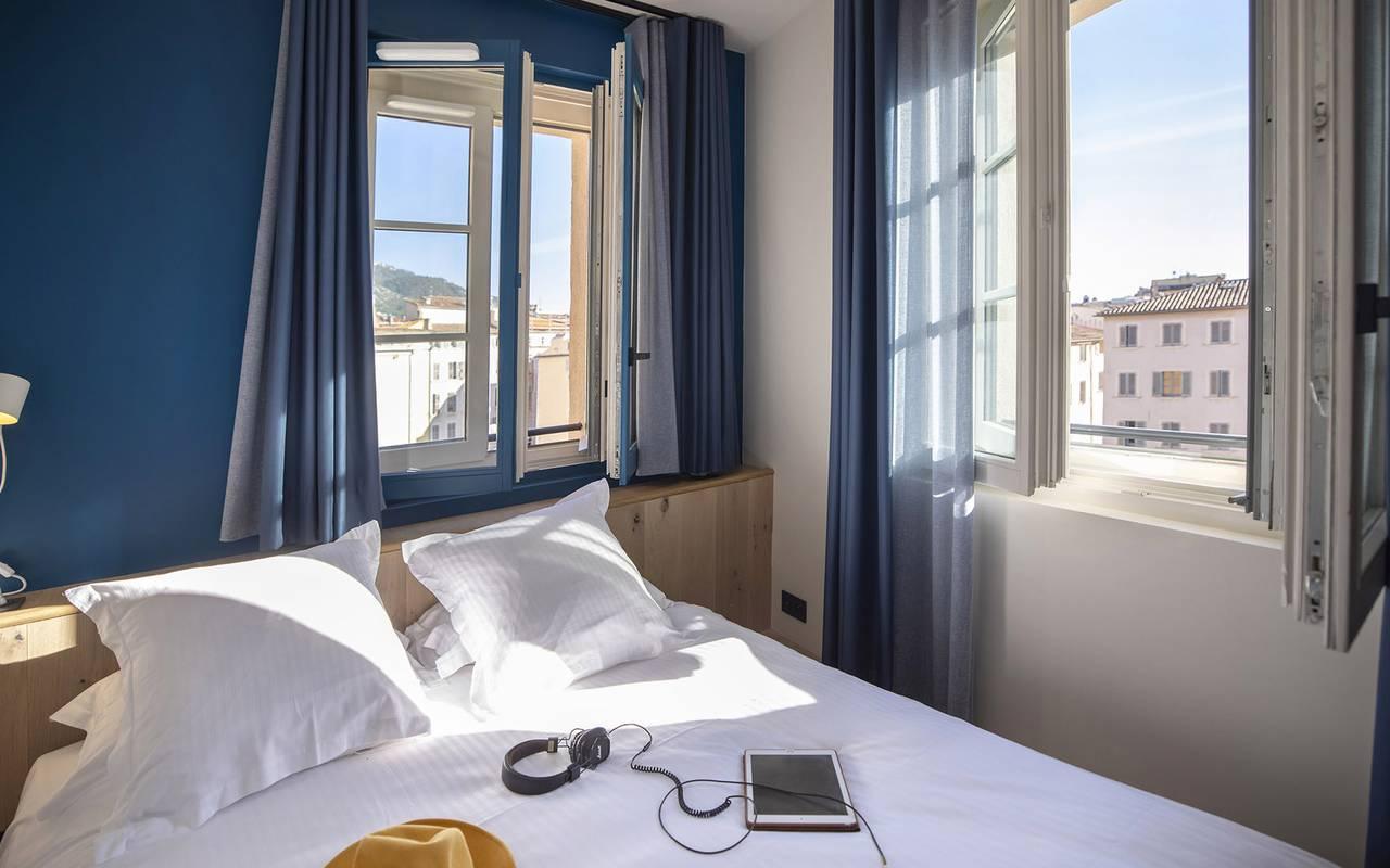 Chambre lumineuse, week end Toulon, l'Eautel