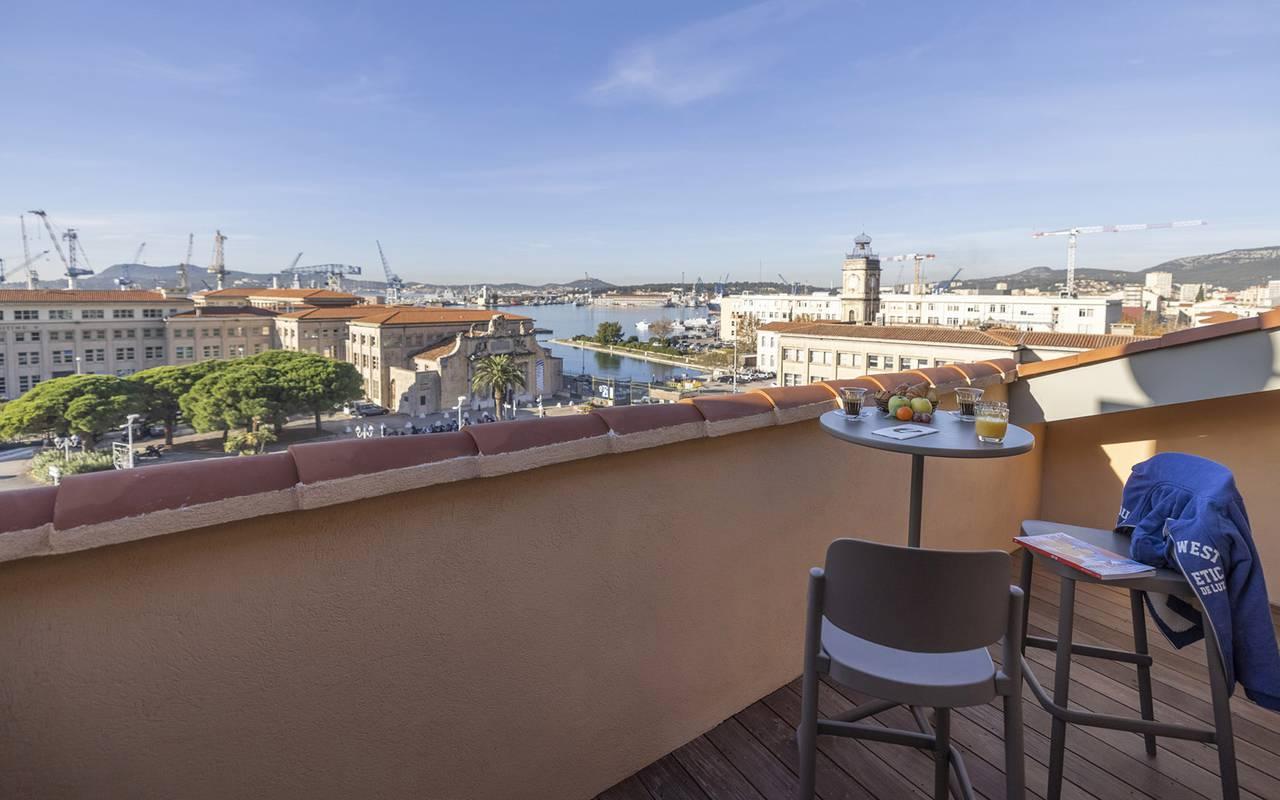 Grande terrasse de la chambre, week end dans le Var, l'Eautel
