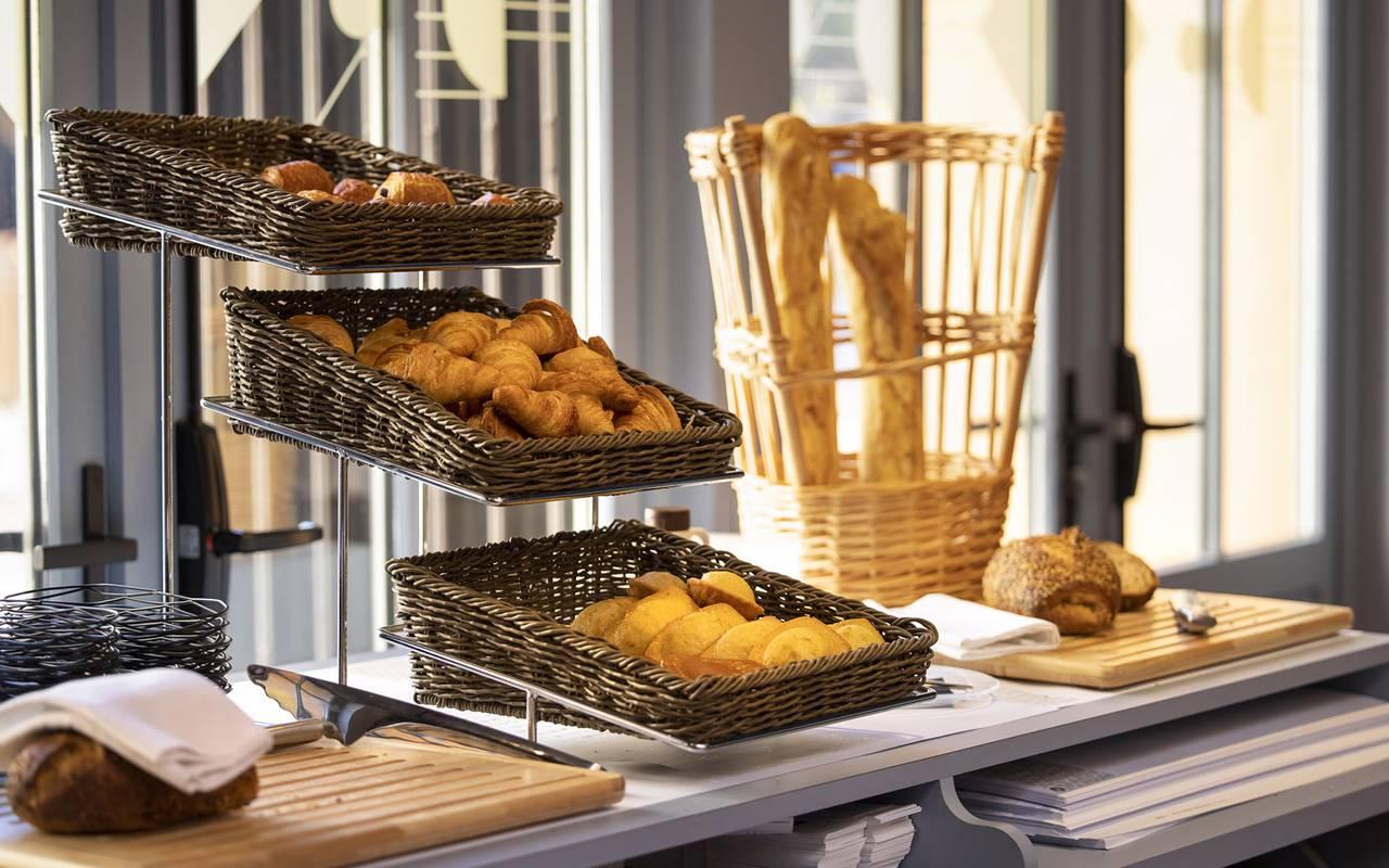 petit-déjeuner en buffet, hôtel Toulon centre, l'Eautel