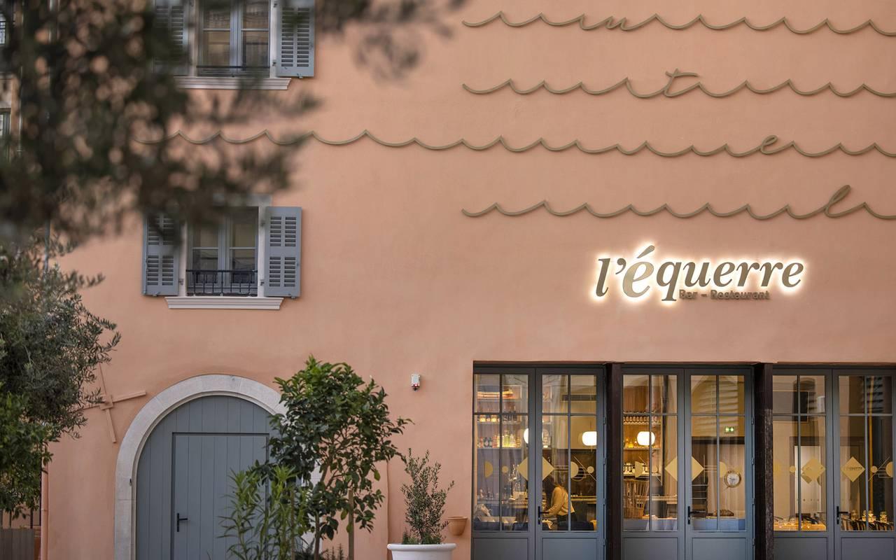 Façade, restaurant port Toulon, L'Equerre, L'Eautel