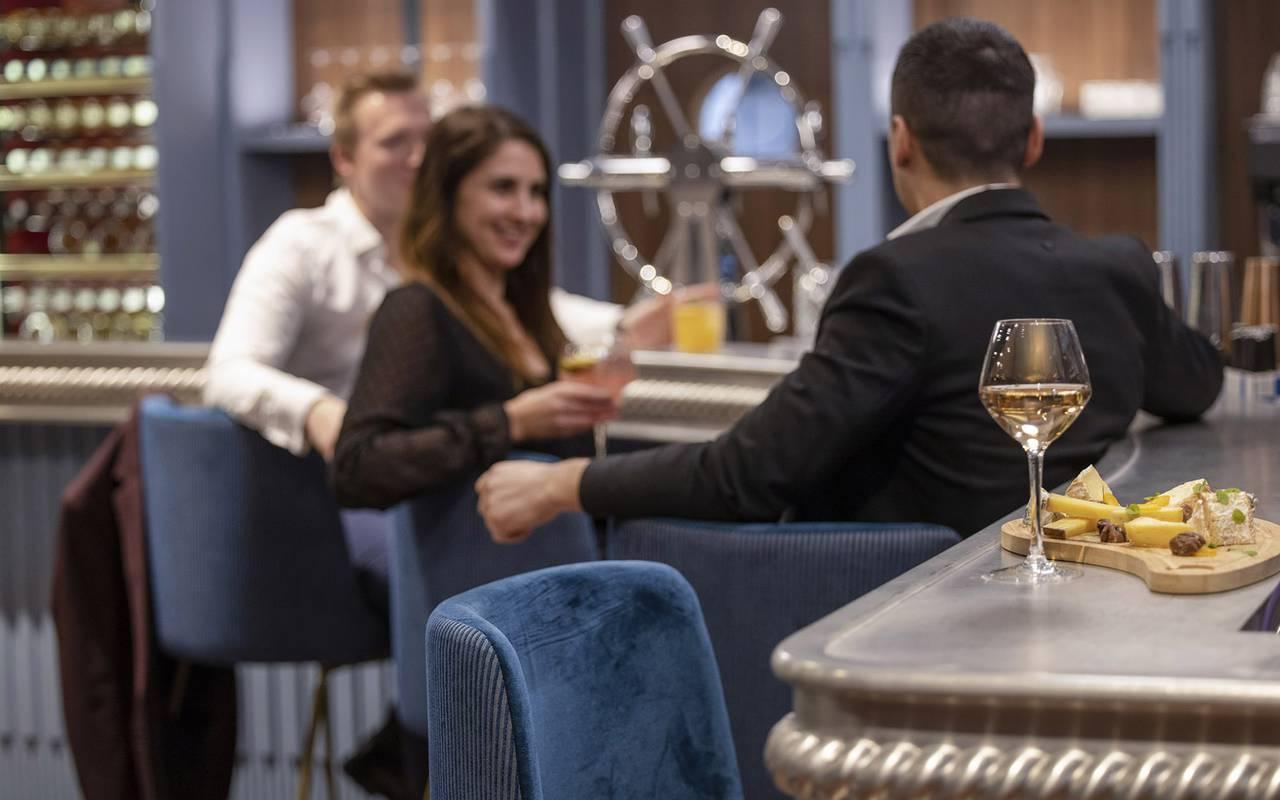 Bar, restaurant port Toulon, L'Equerre, L'Eautel