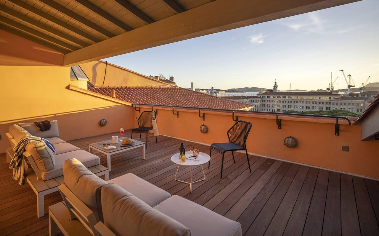 Solarium, hôtel avec piscine Toulon, l'Eautel