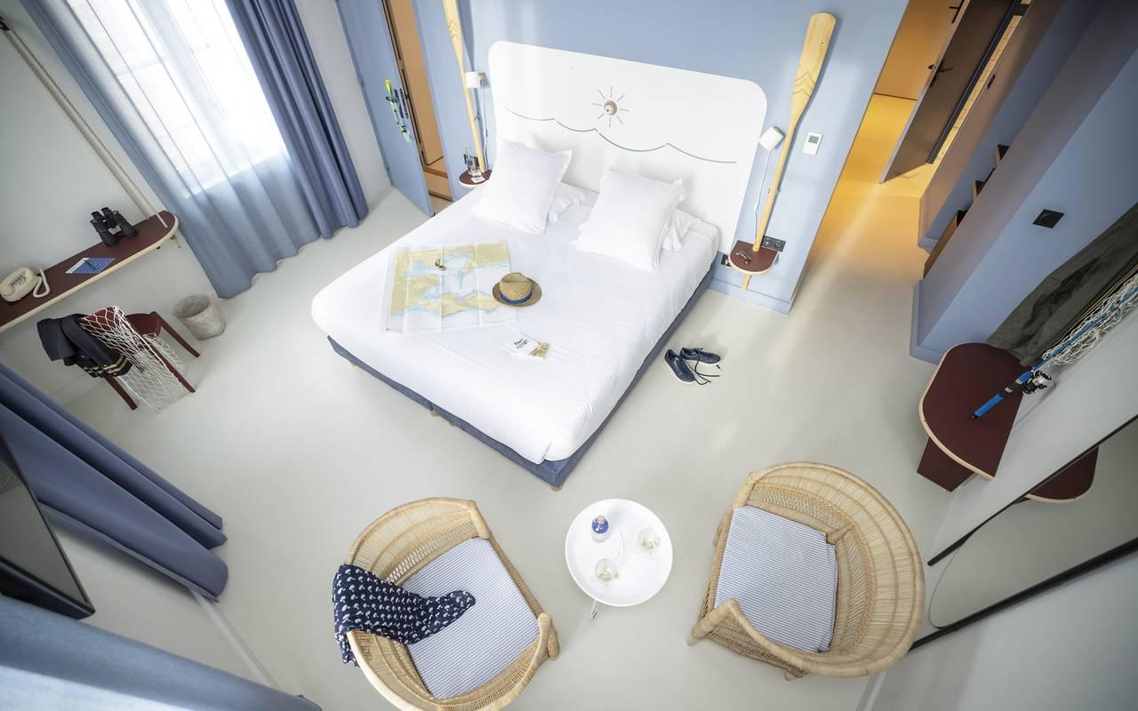 Vue en hauteur de la chambre, hôtel Toulon bord de mer, l'Eautel