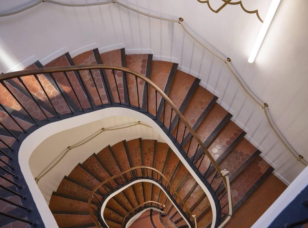 Escaliers en colimaçon, hôtel Toulon bord de mer, l'Eautel