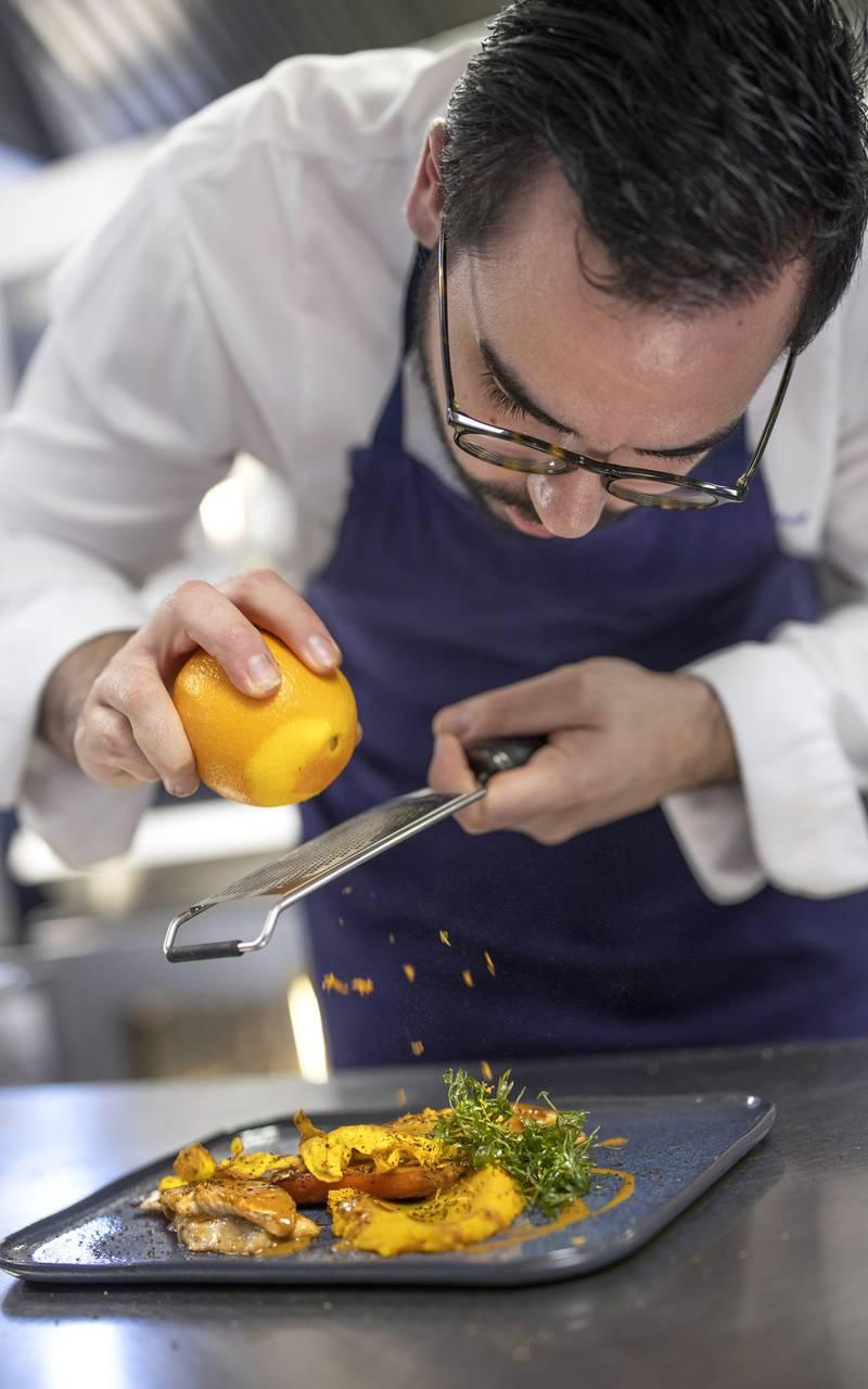 Chef cuisinant, restaurant port Toulon, L'Equerre, L'Eautel