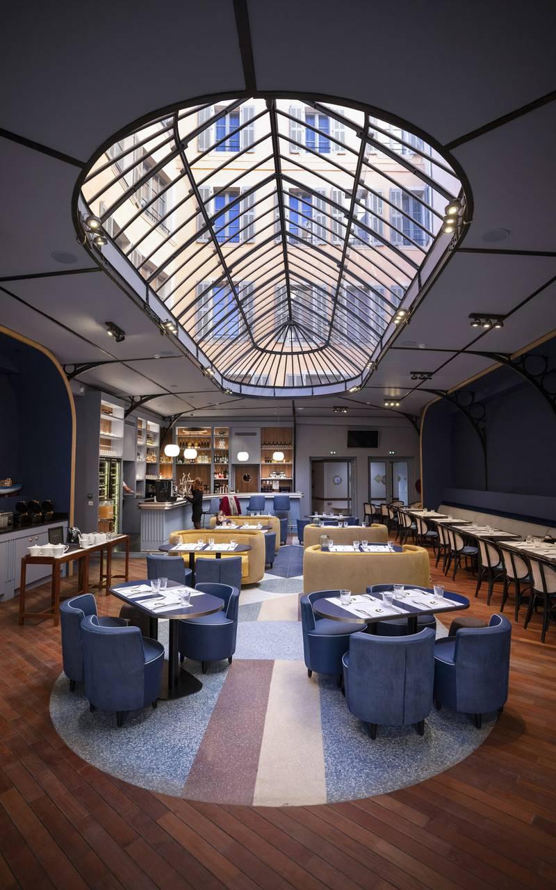 Belle salle avec verriere, restaurant port Toulon, L'Equerre, L'Eautel