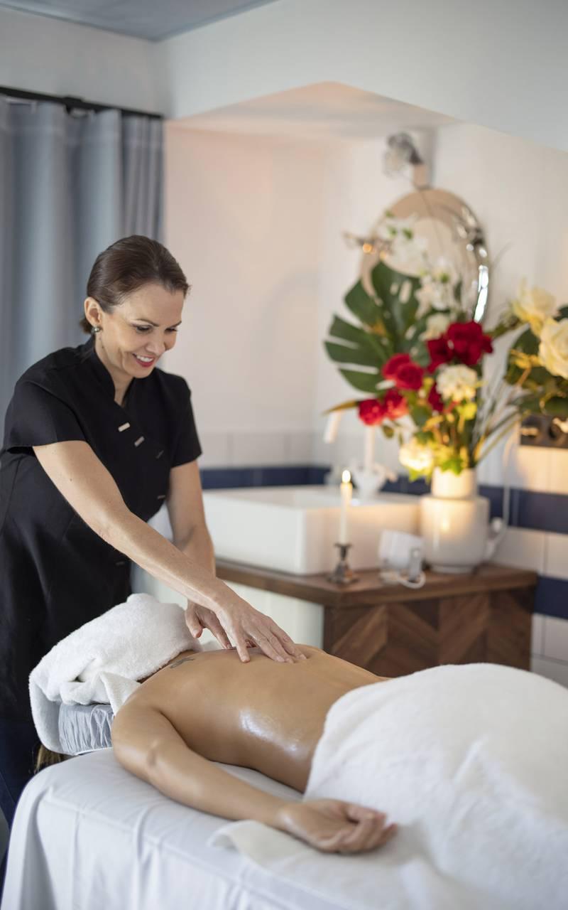 Massage, hôtel avec piscine Toulon, l'Eautel