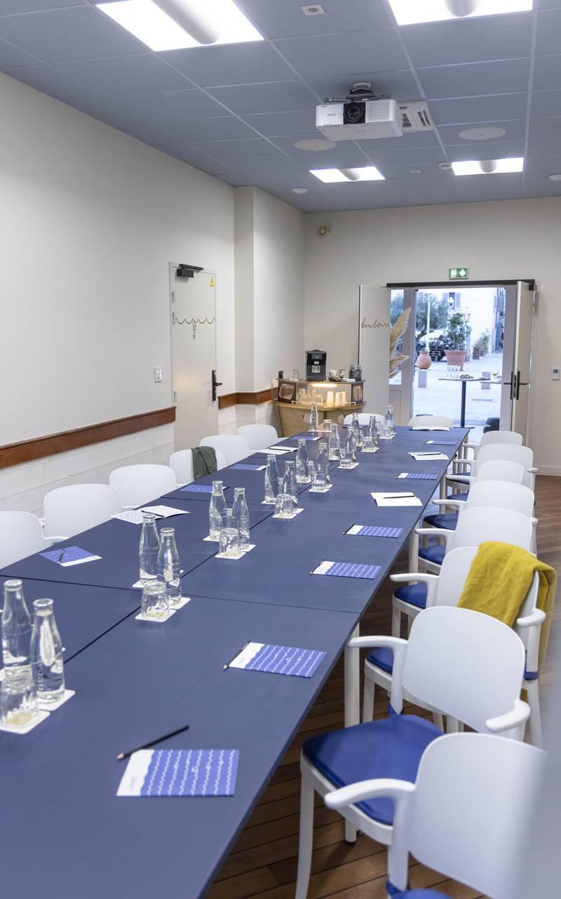Grande table de réunion, location de salle Toulon, l'Eautel